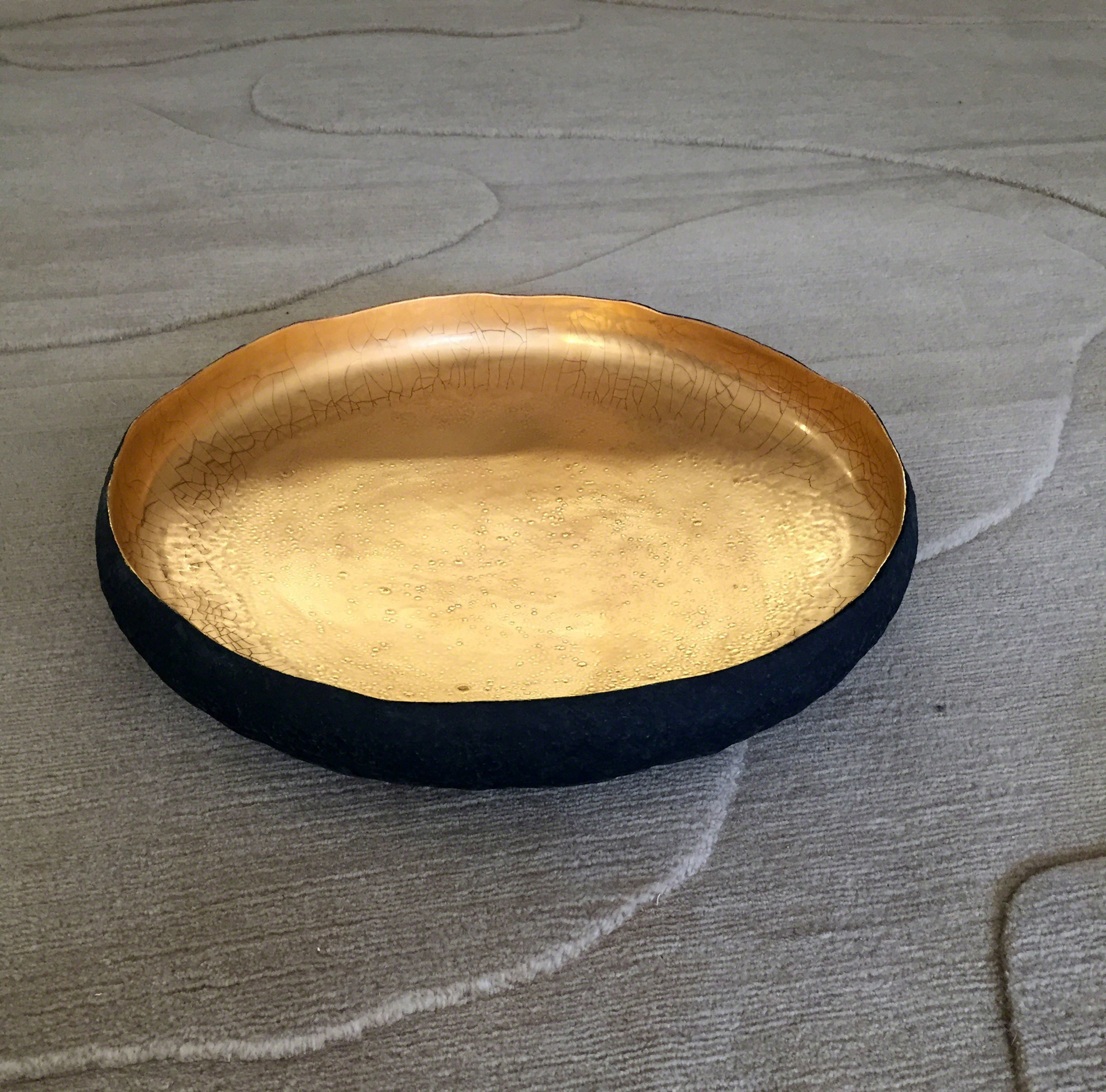 Round centerpiece with 22k gold  by Cristina Salusti