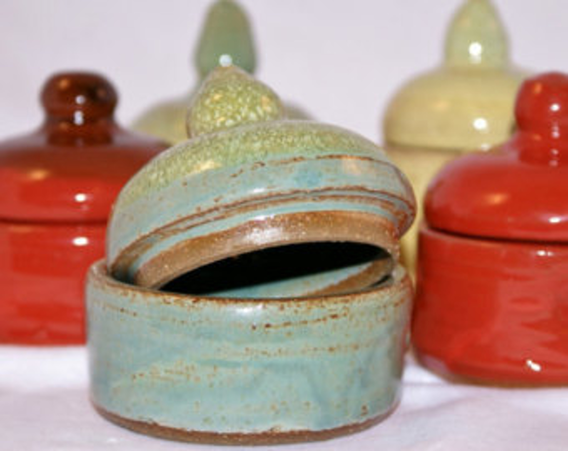 salt and pepper pinch pots by Jim Jones
