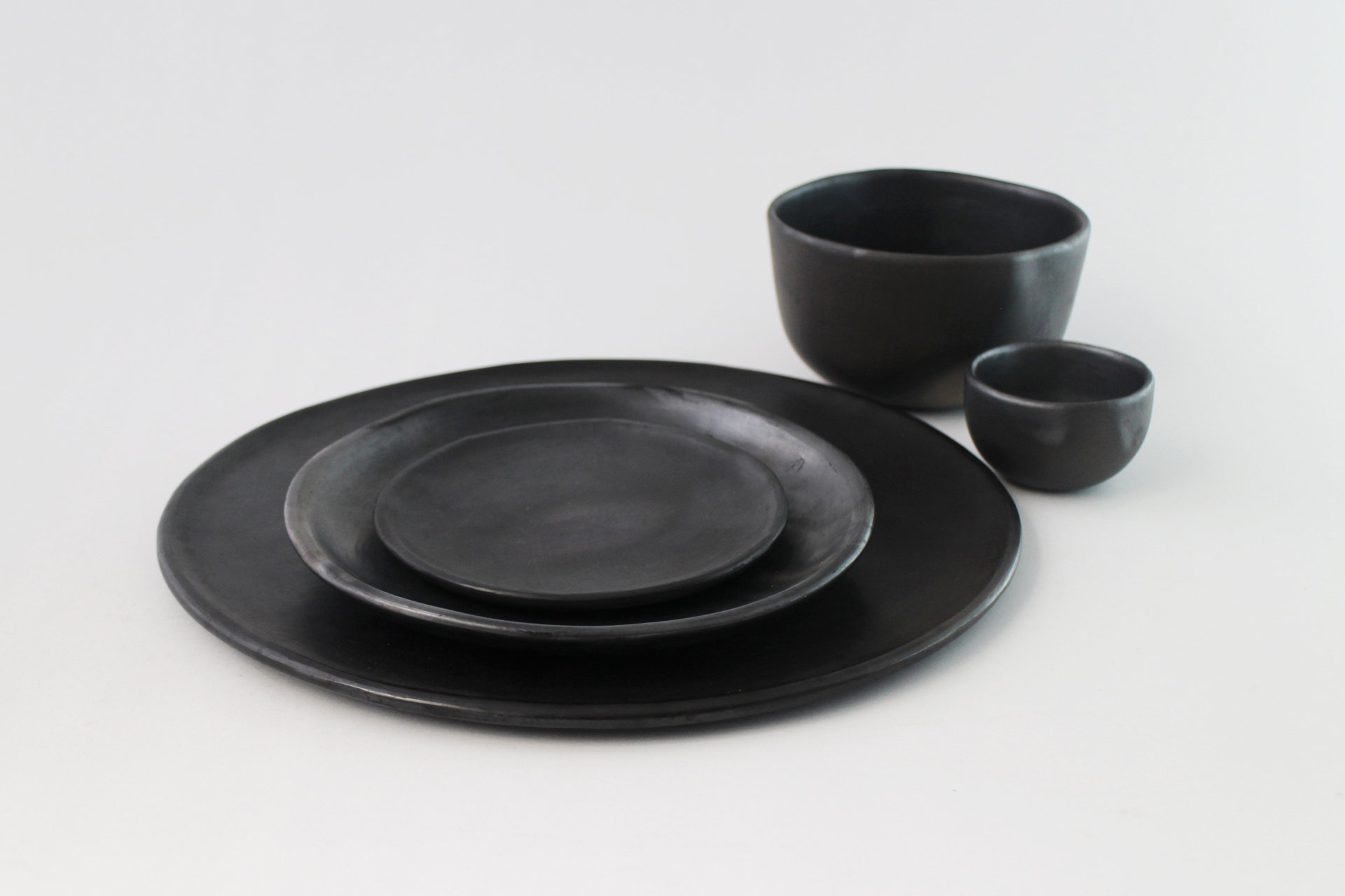 La Negra Dinner Plate by Colectivo 1050