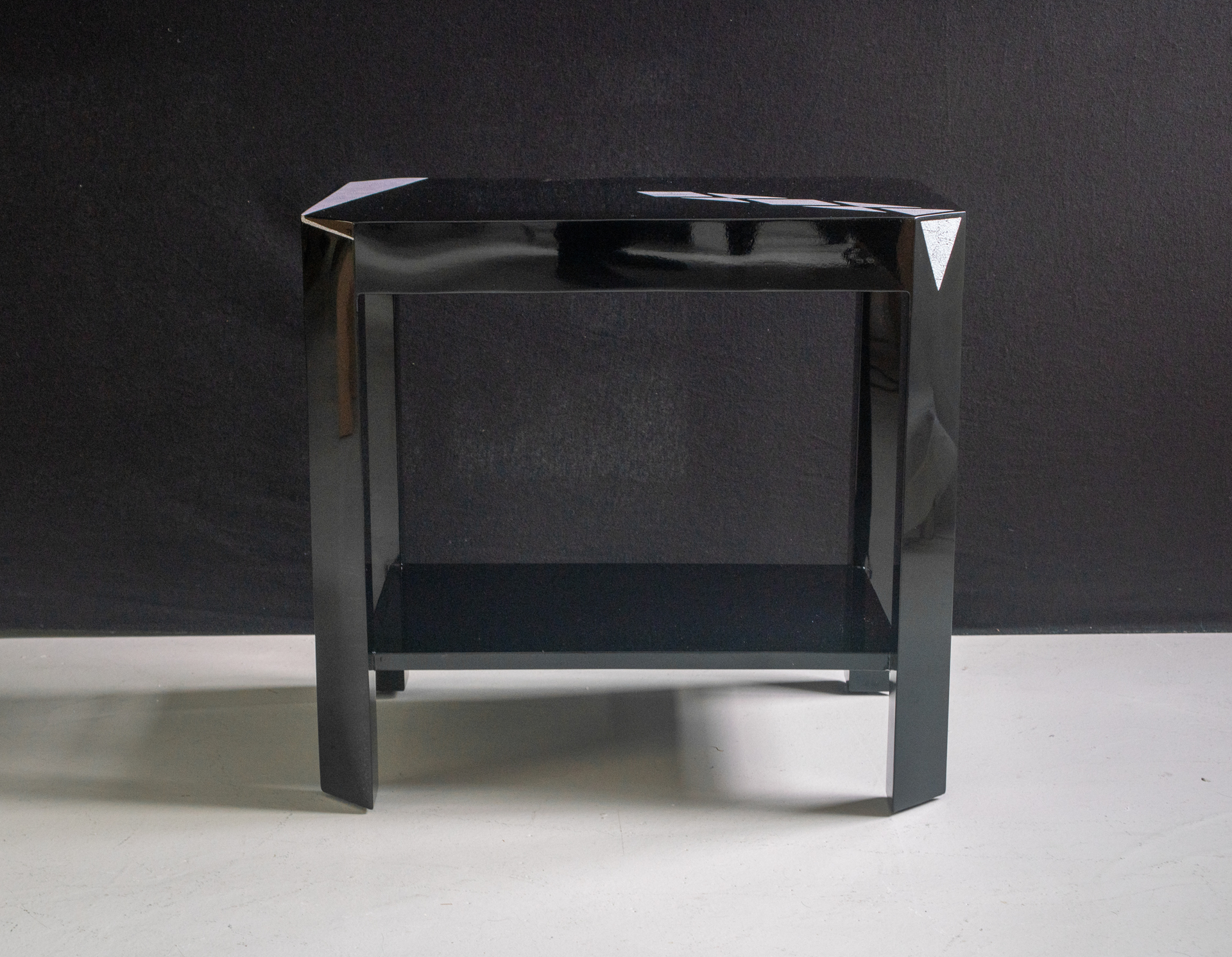 Double level table with eggshell by Thierry Voeltzel