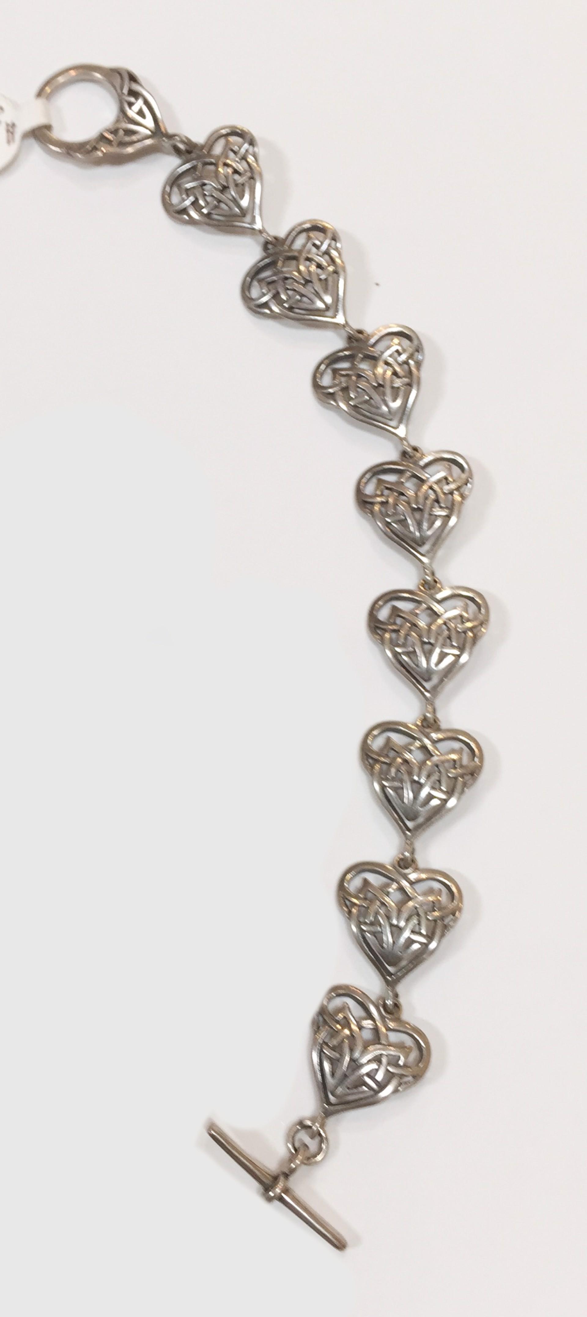 Bracelet - Silver Hearts 7335 by Deanne McKeown