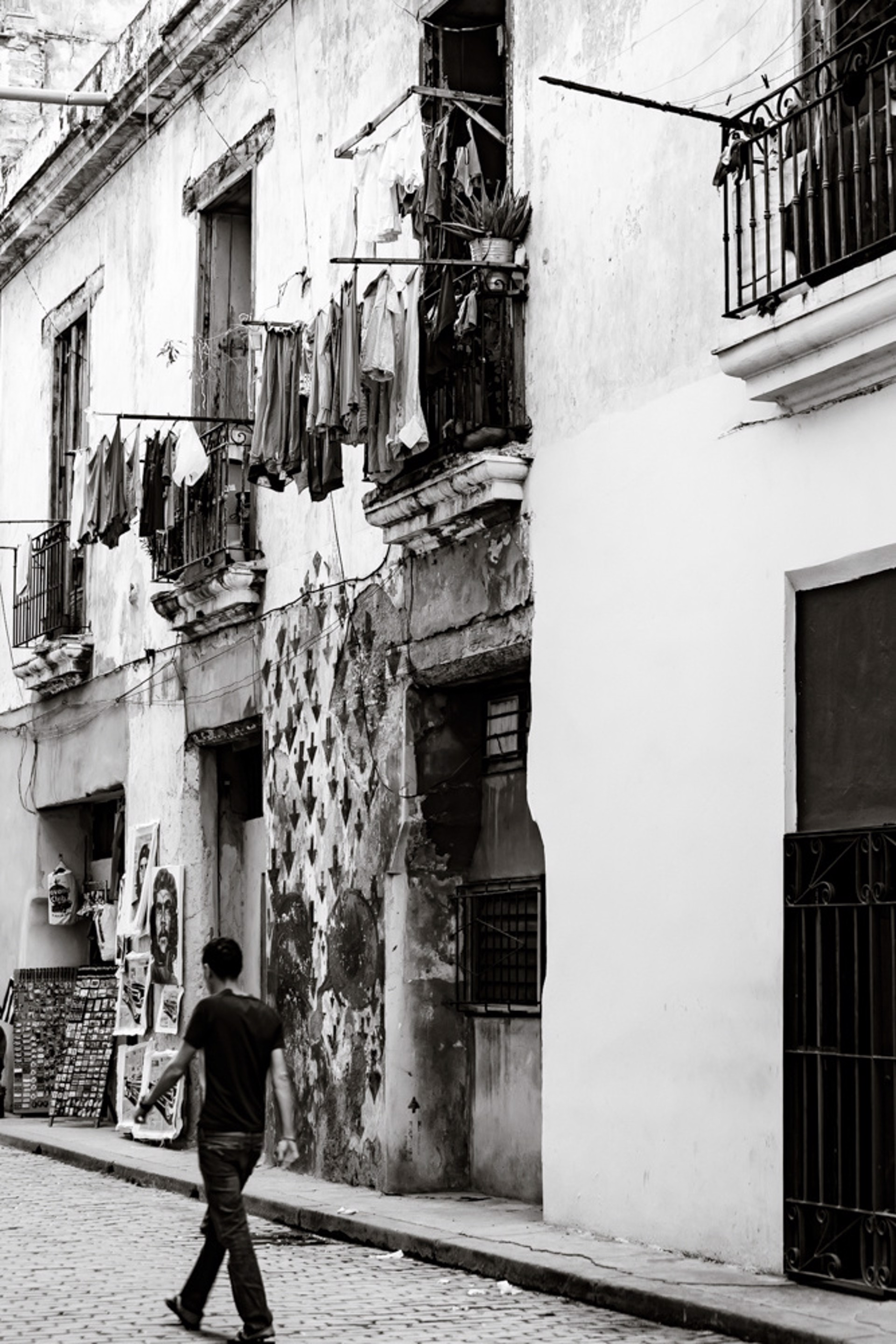 Havana Washday by Alex Nyerges