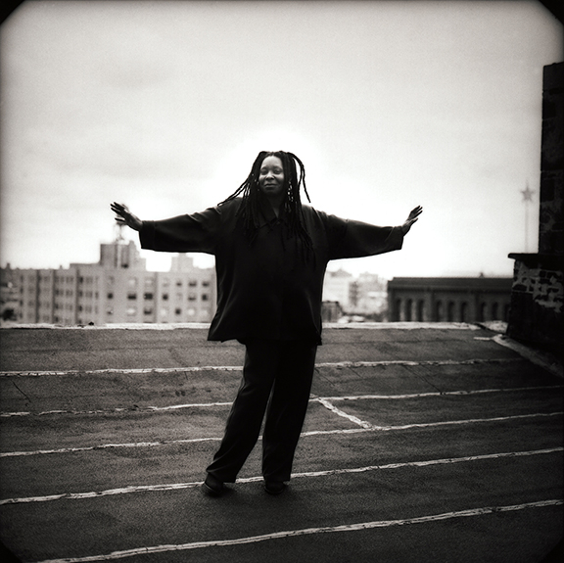 96115 Whoopi Goldberg Roof BW by Timothy White