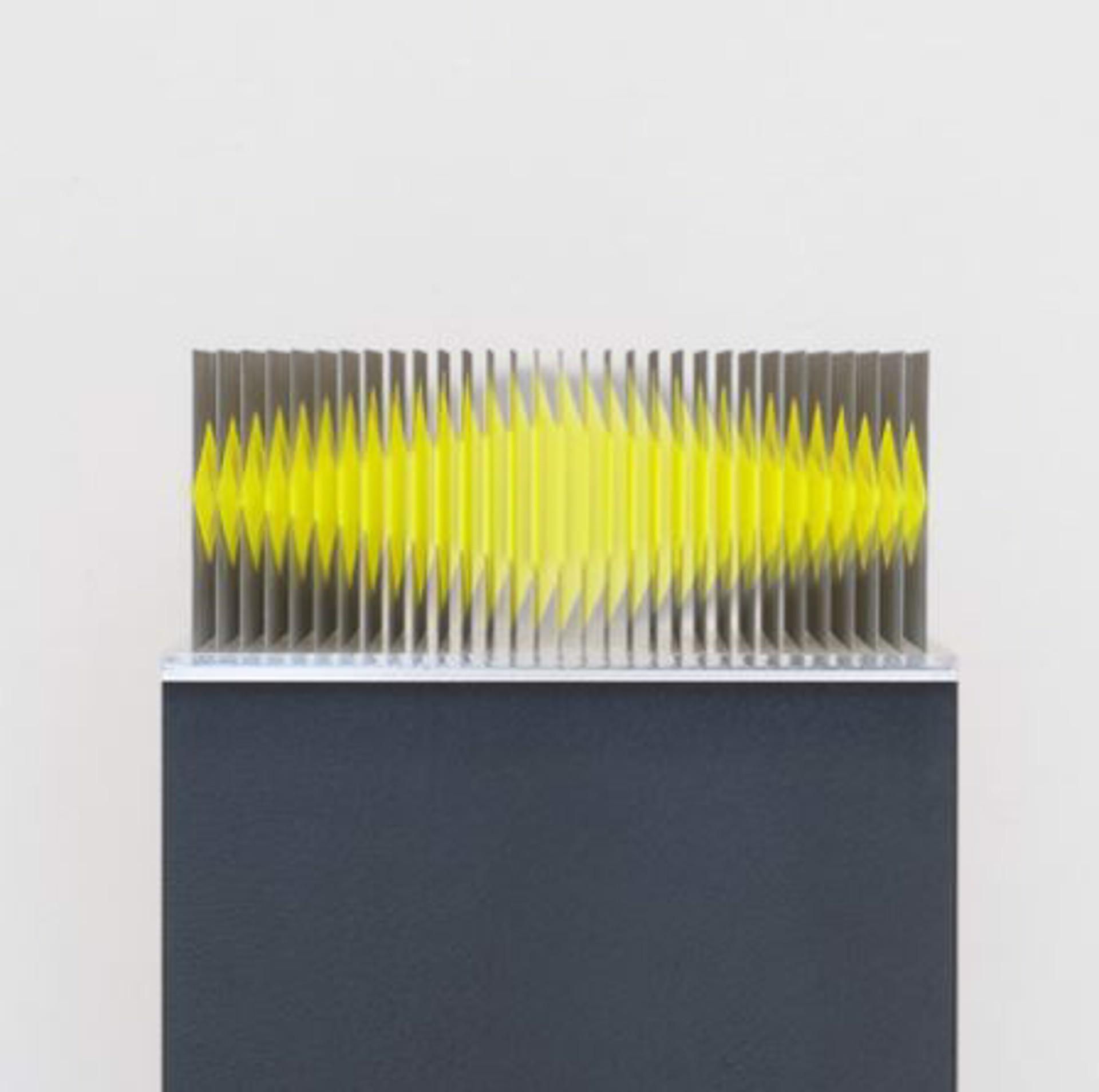 Neongelb 12 Flachen Objekt by Yoshiyuki Miura