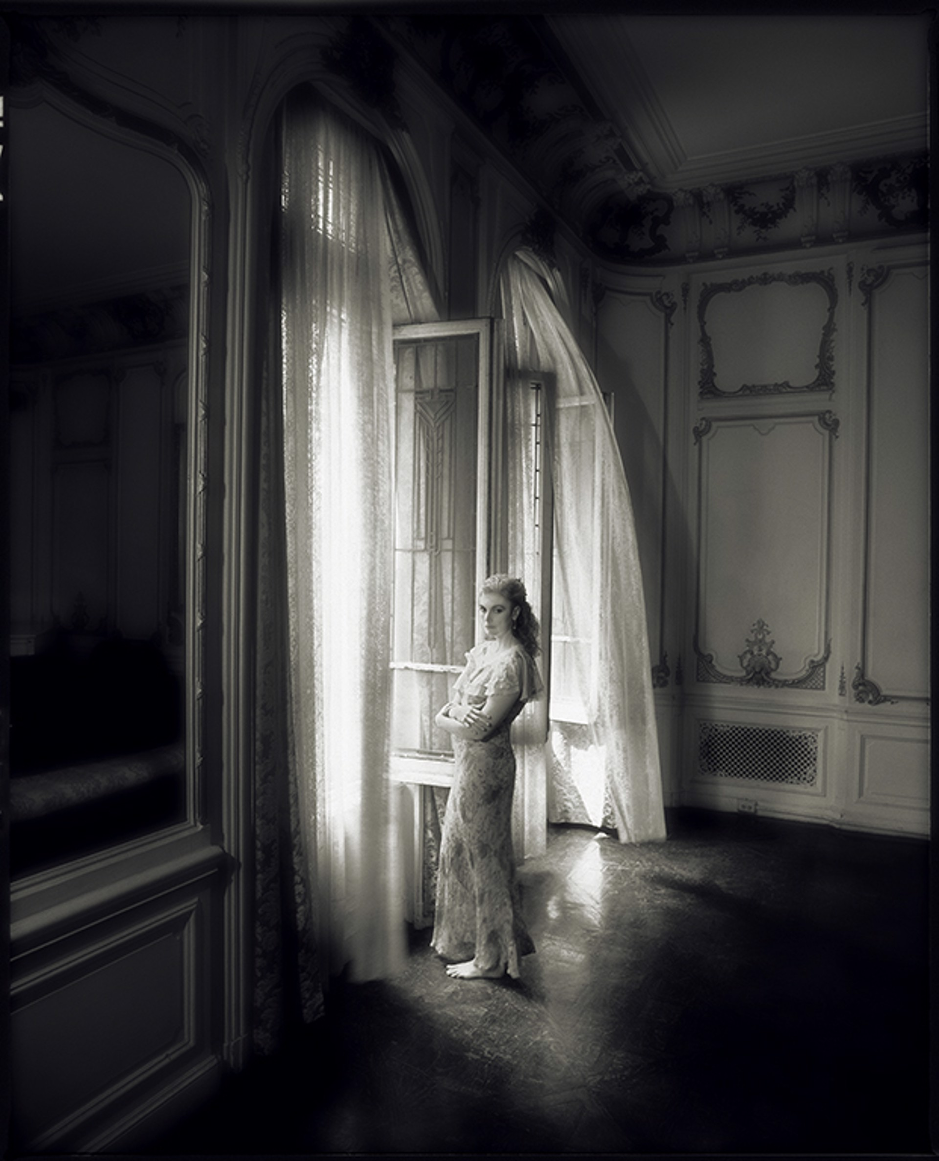 93067 Emmylou Harris Window BW by Timothy White