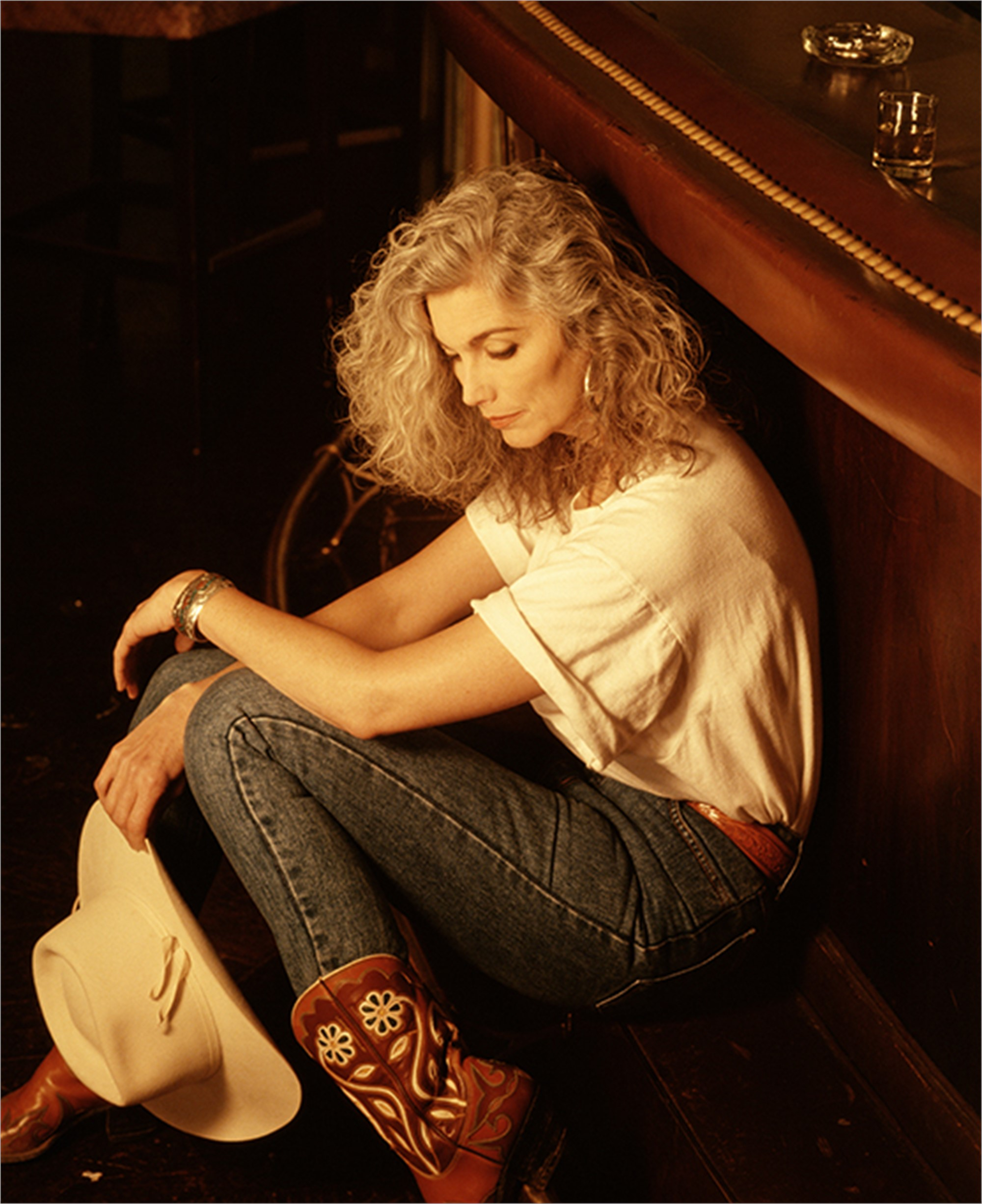 93067 Emmylou Harris Sitting Against Bar Color by Timothy White