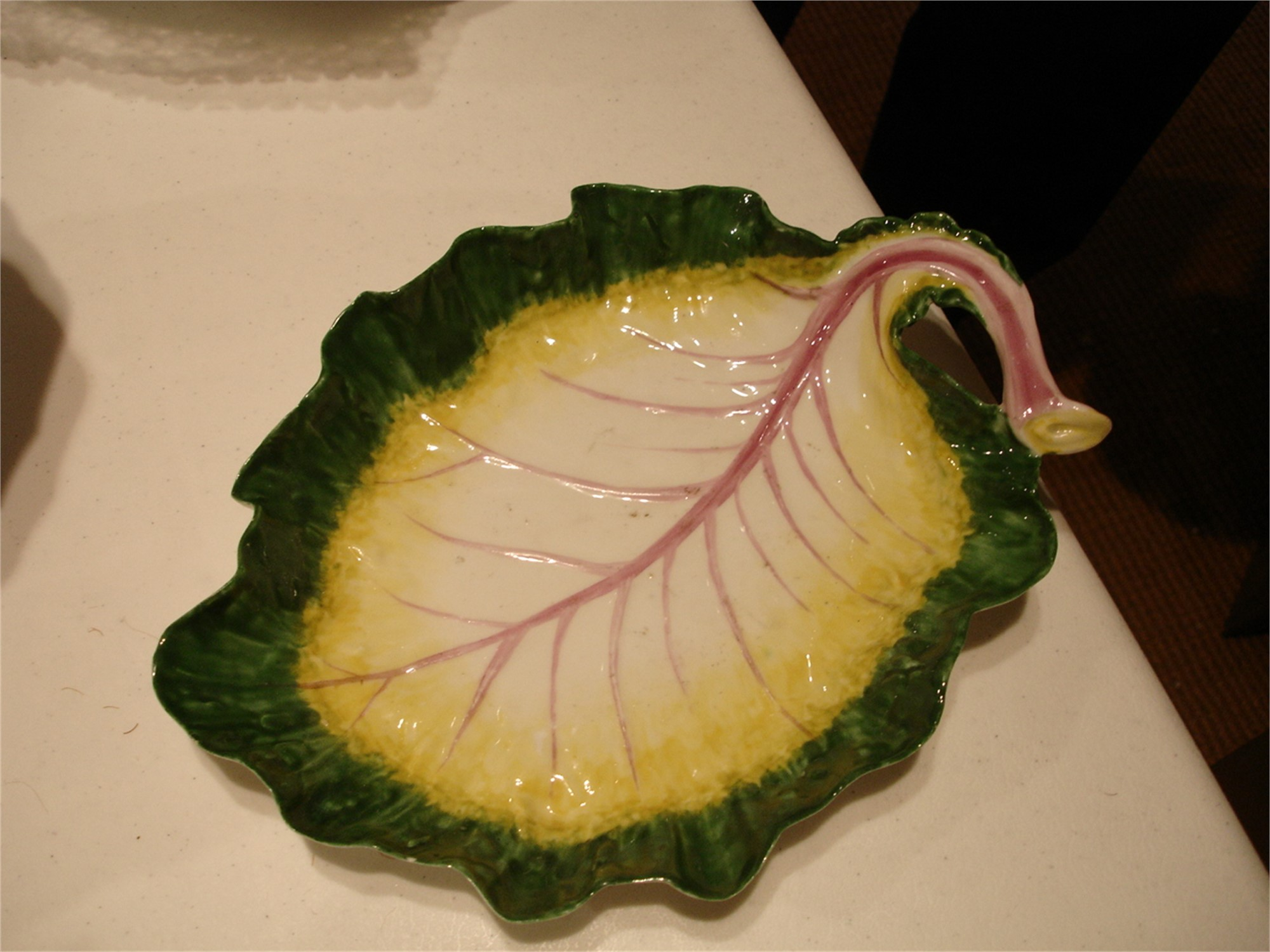 A CHELSEA RED-ANCHOR LEAF-SHAPED DISH