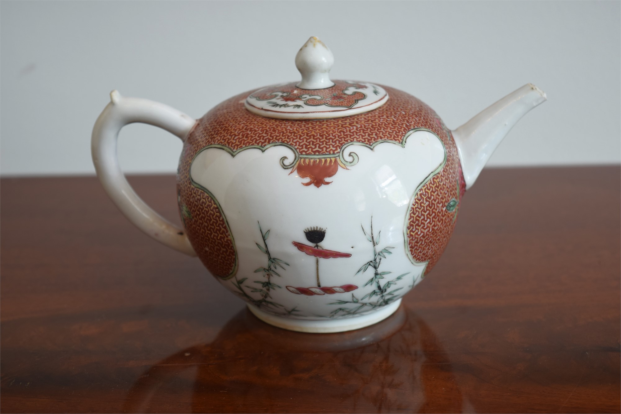 TEAPOT WITH CREST OF MERRY