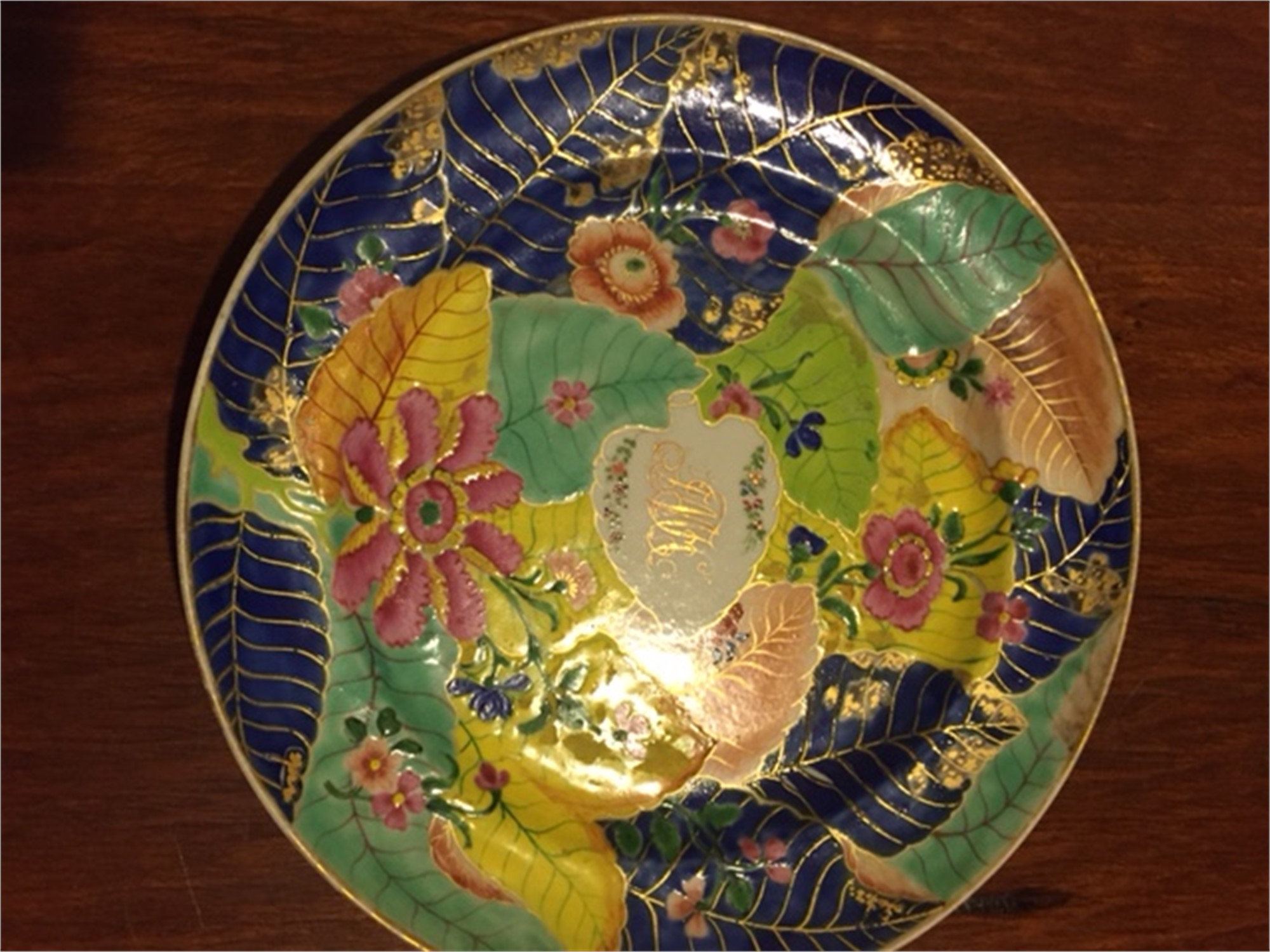 AN AMERICAN MARKET, TOBACCO LEAF PLATE WITH GILT MONOGRAM