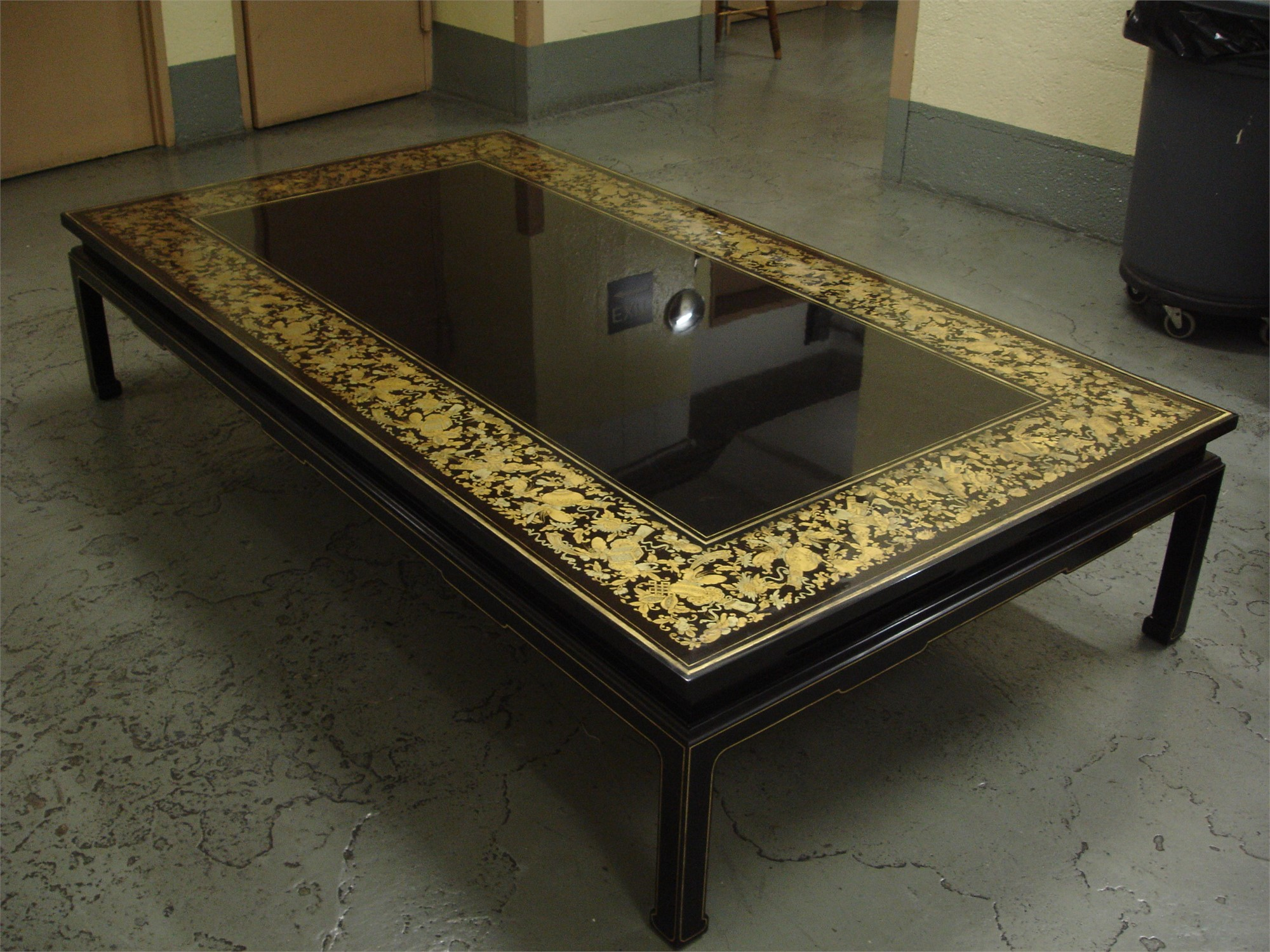BLACK LACQUER LOW COFFEE TABLE