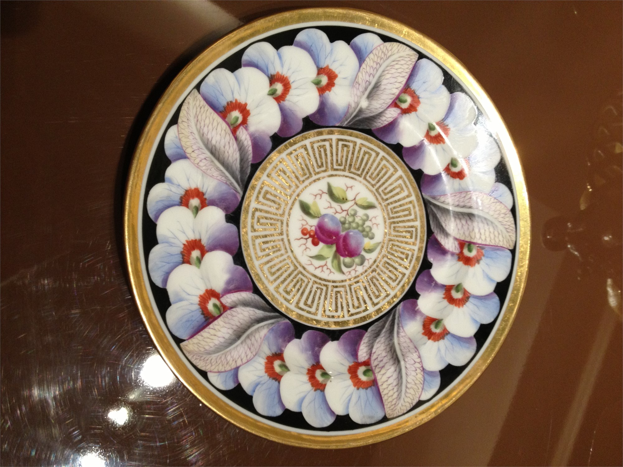 GRAND SERVICE BLACK AND GOLD POLYCHROME, FAIENCE FINE ANGLAISE