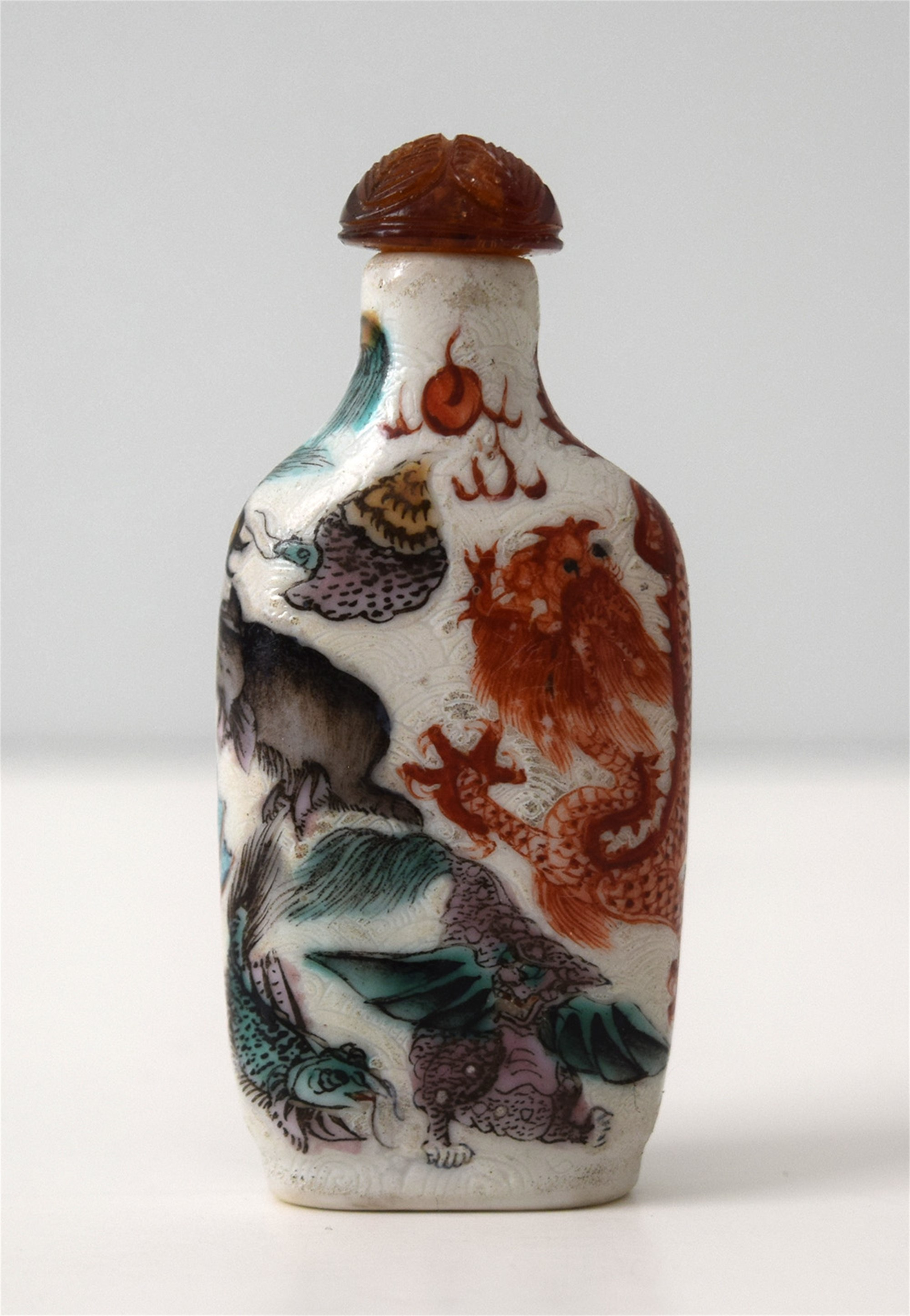 SGRAFFIATO WITH POLYCHROME BEASTS PORCELAIN SNUFF BOTTLE