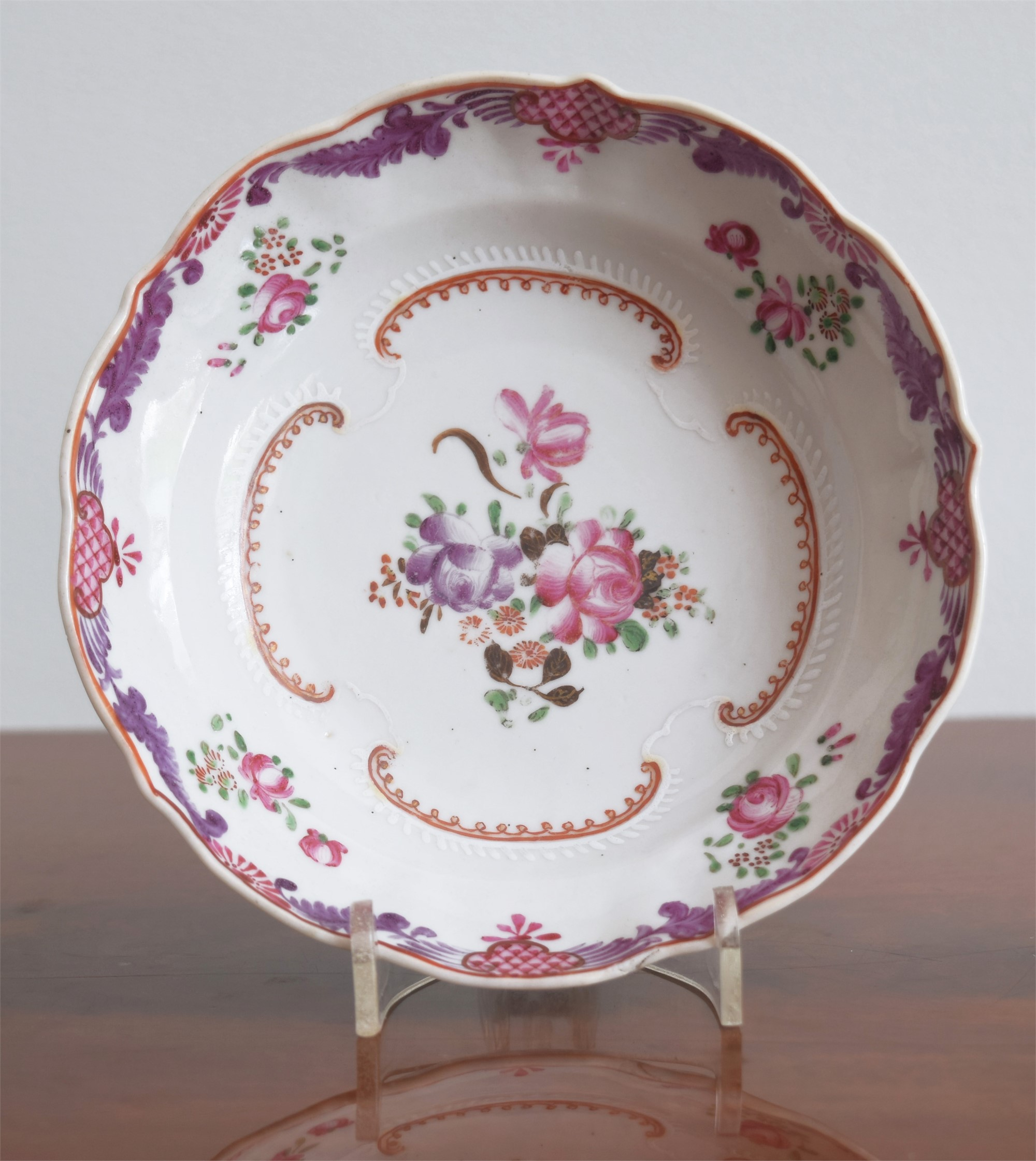 A FAMILLE ROSE MOLDED SAUCER WITH FLORAL DECORATION