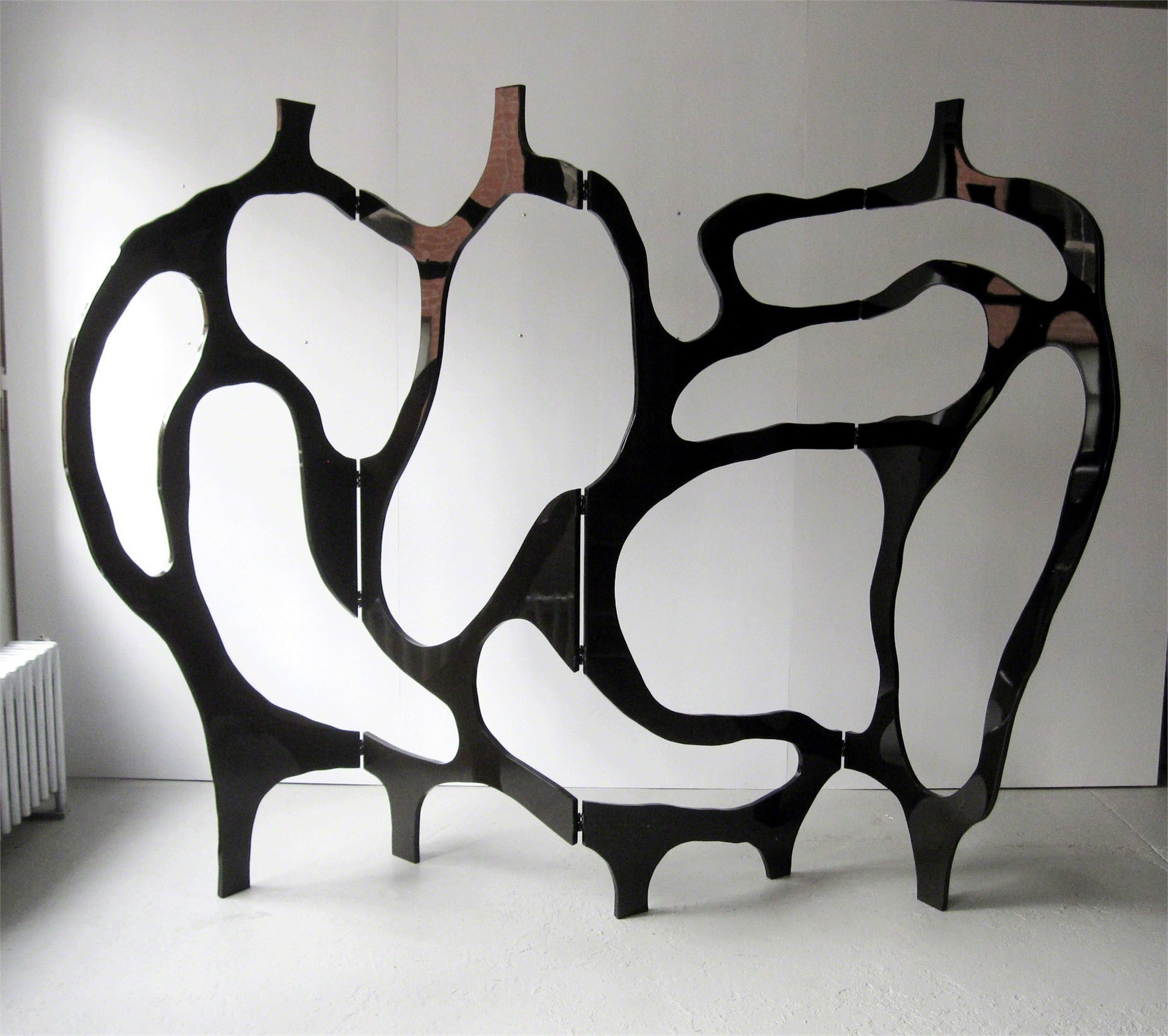 """Meanders"" Screen in black lacquer by Jacques Jarrige"