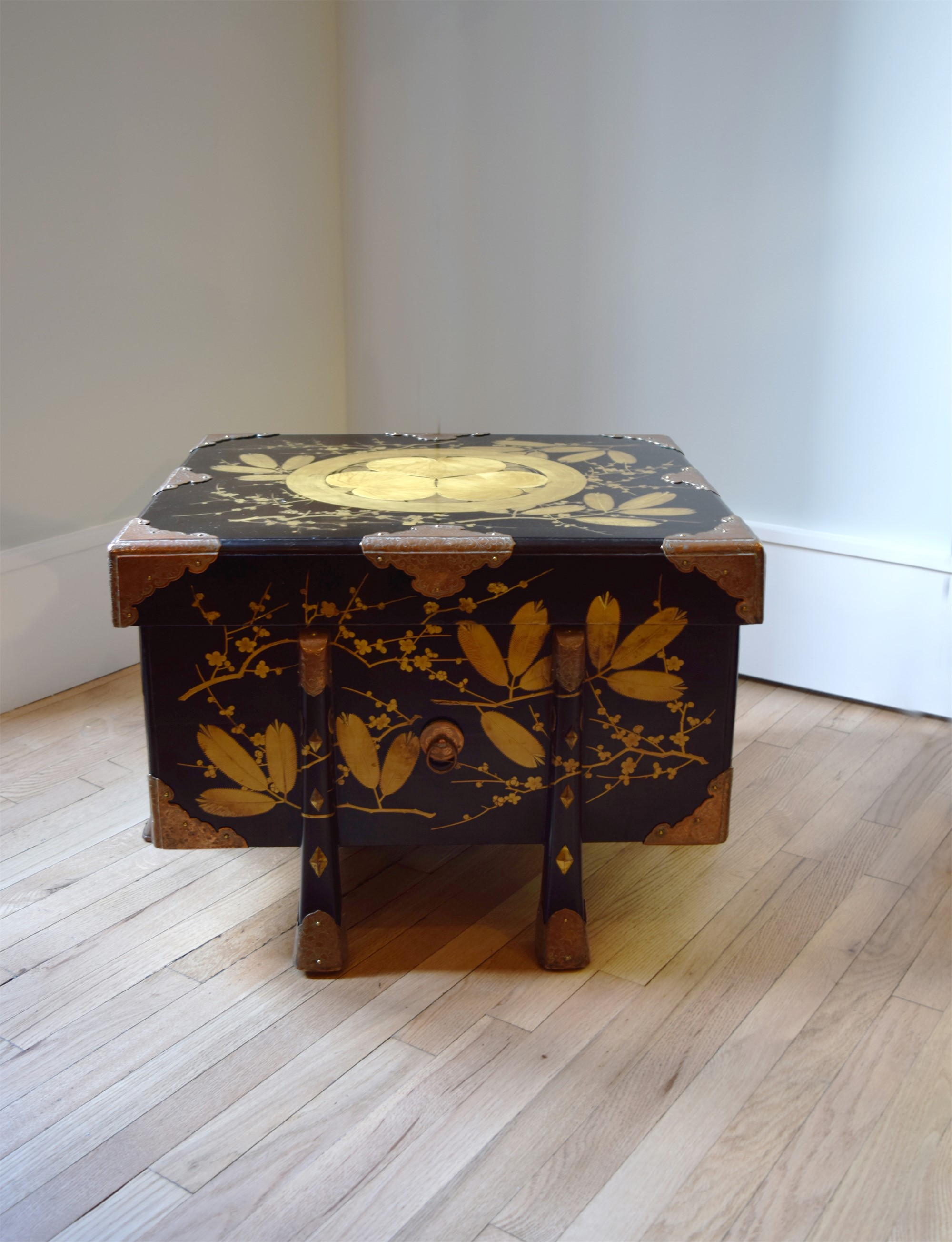 BLACK AND GOLD LACQUER STORAGE CHEST