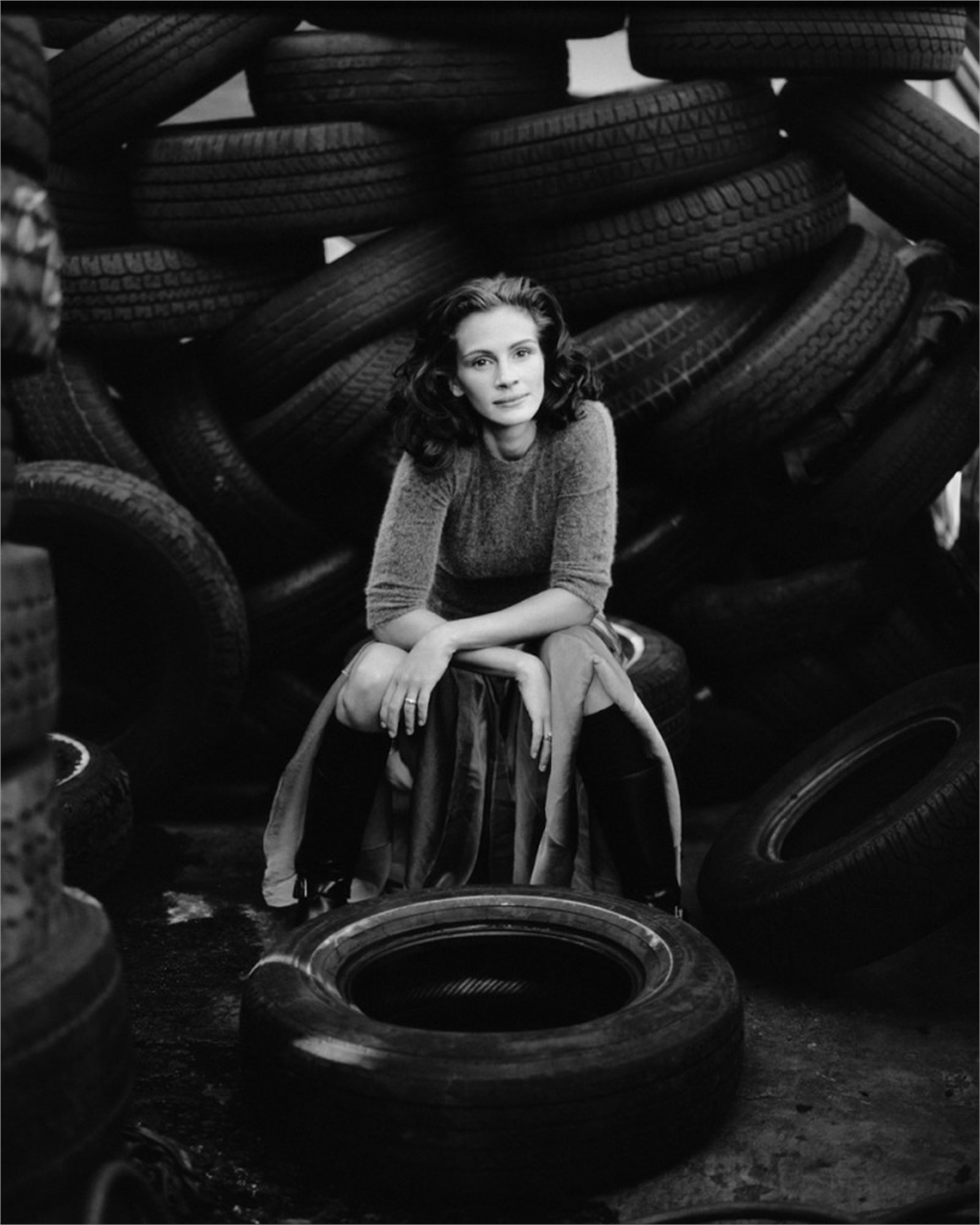 98073 Julia Roberts Tires BW by Timothy White