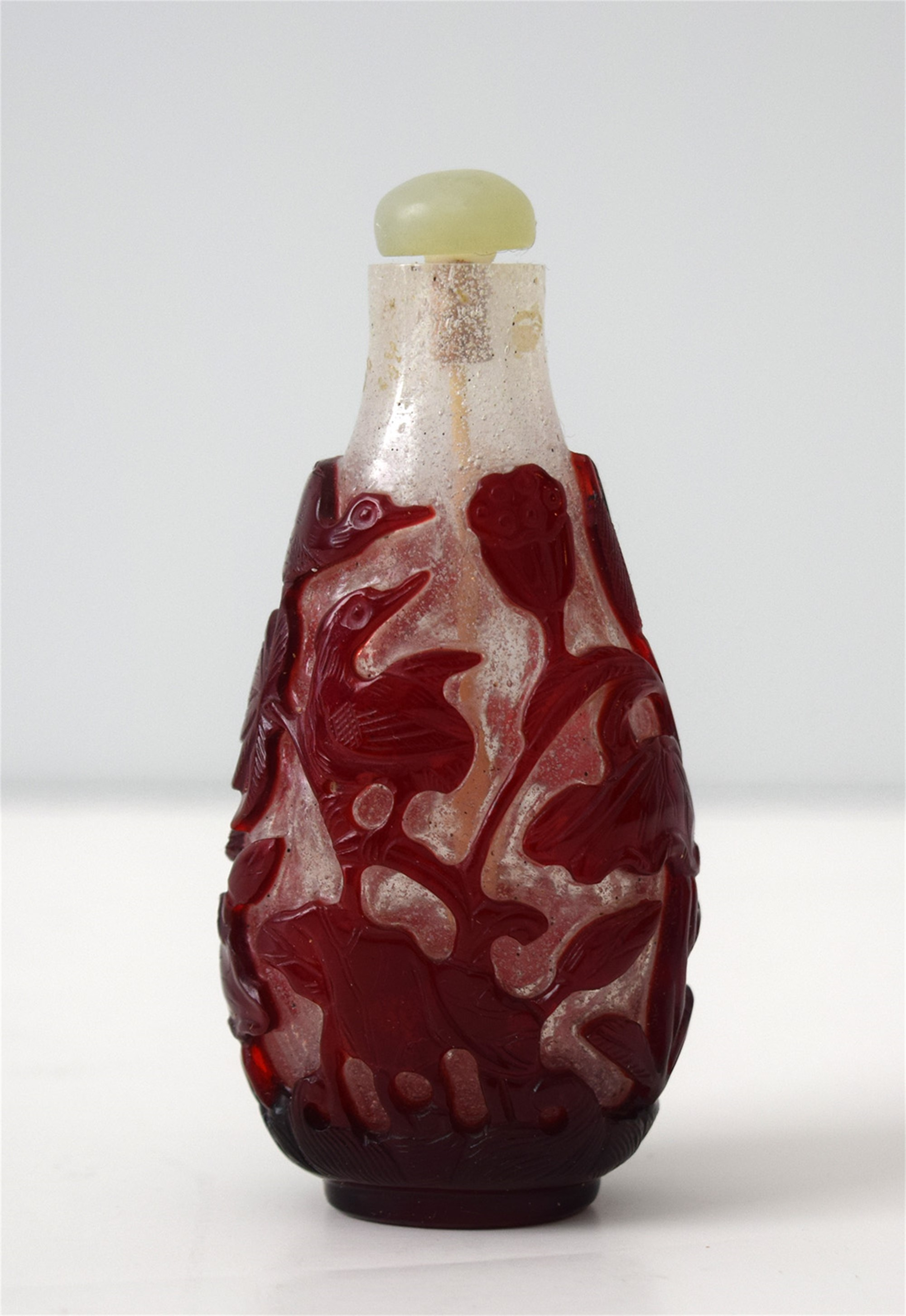 RED OVERLAY OF LOTUS AND BIRDS GLASS SNUFF BOTTLE