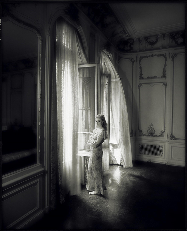 93067 Emmylou Harris Window BW by Timothy White