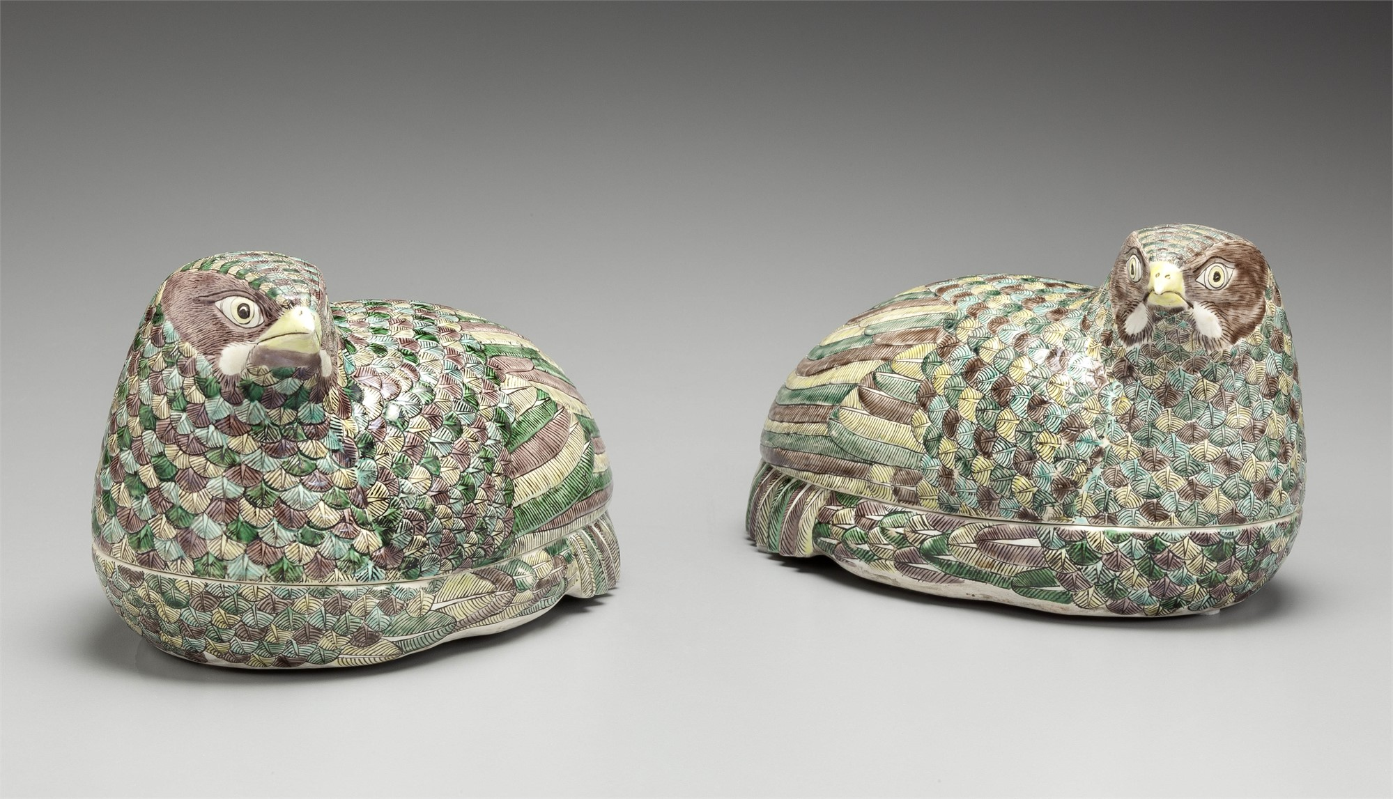 PAIR OF FAMILLE VERTE QUAIL-FORM TUREENS AND COVERS
