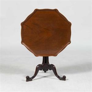 GEORGE III MAHOGANY TRIPOD TABLE, English, 18th century