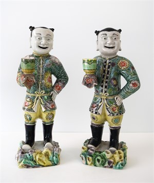 TWO CHINESE FAMILLE VERTE PORCELAIN CANDLESTICKS, Qing Dynasty (1644-1911)