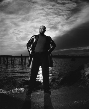 99067 Samuel L Jackson On the Water Queens 2011 BW, 1999