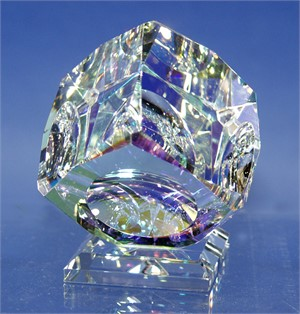 "Crystal Cube 100mm ""V"" Bevel on Base-S"