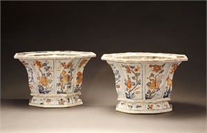 TWO IMARI SCALLOPED OCTAGONAL JARDINIERES, Chinese, Kangxi Period (1662-1722)