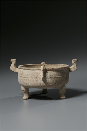 STONEWARE TRIPOD DING VESSEL, Warring States Period (475-211 BC)