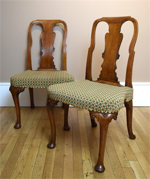 PAIR OF ENGLISH QUEEN ANNE SIDE CHAIRS, English, early 18th century