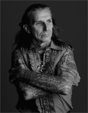 03055 Indian Larry Arms Crossed BW, 2003