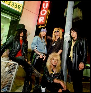 88064 Guns N Roses Corner Liquor Store Color, 1988