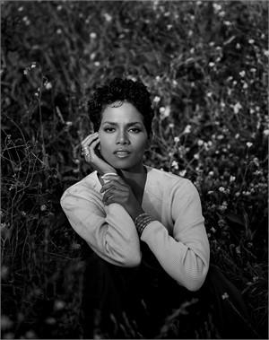 96078 Halle Berry BW, 1996