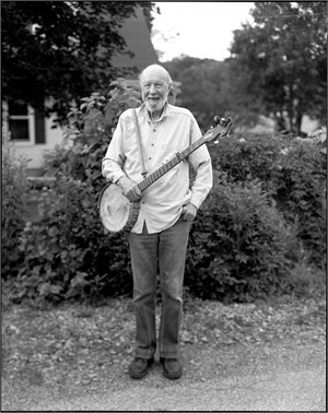 11013 Pete Seeger Full Body Shot Holding Banjo F5 BW, 2011