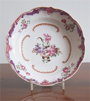 A FAMILLE ROSE MOLDED SAUCER WITH FLORAL DECORATION, circa 1780