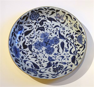 BLUE AND WHITE PORCELAIN BOWL WITH CHRYSANTHEMUM , 18TH C.