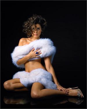 07069 Jamie Lynn Sigler White Fur Pin Up Color, 2007