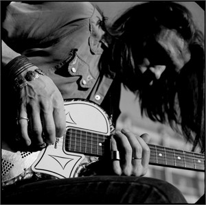 91026 Chris Whitley Playing Guitar BW, 1991