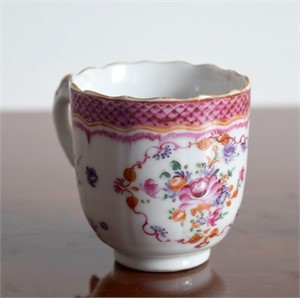 A FR COFFEECUP WITH CENTRAL FLOWER, SMALL PUCE FOLIAGE, BARBED RIM, Qianlong Period (1736-1795)