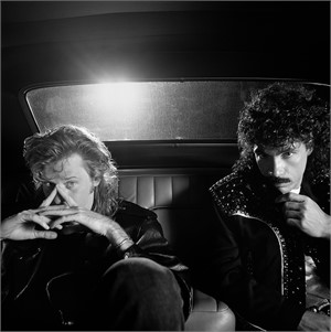 88094 Hall & Oates In The Back of A Car BW, 1988