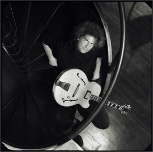 01049 Pat Metheny Seated with Guitar BW, 2001