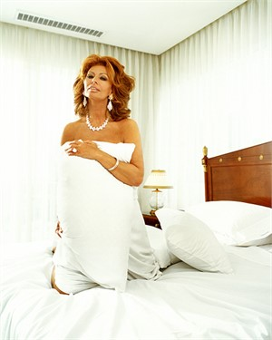 99023 Sophia Loren Pillow on the Bed Color, 1999