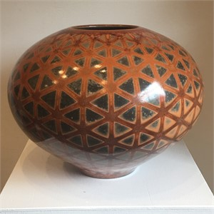Hexagon patterned pottery