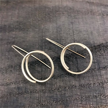 Sterling Silver Earrings: Continuous Line Circle in Silver