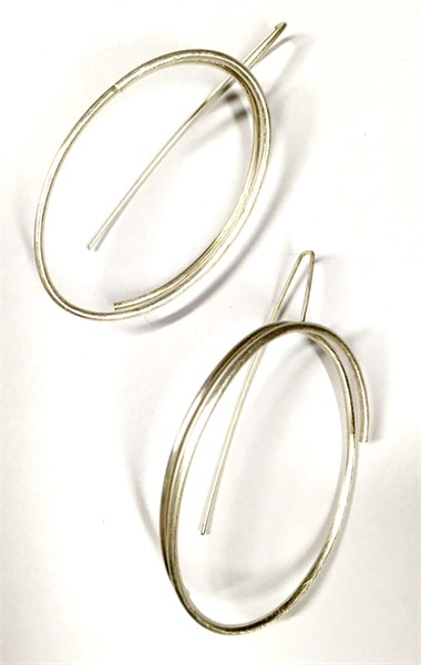 Earring: Continuous Line Oval Medium