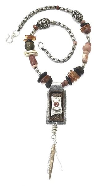 A Tisket a Tasket Necklace, DK2544