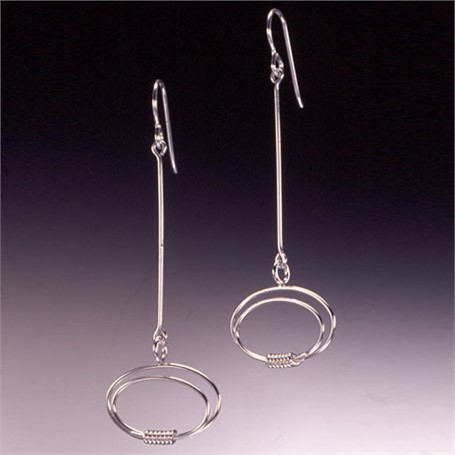 Earring: thin line with ovals