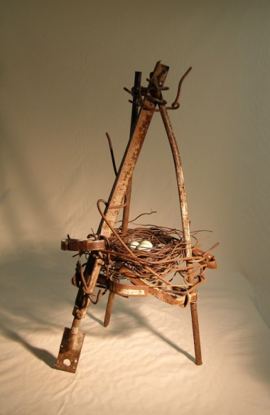 Nest - Tripod With Buff Eggs