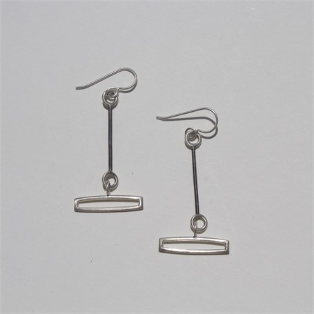 Earring: small link with rectangular drop