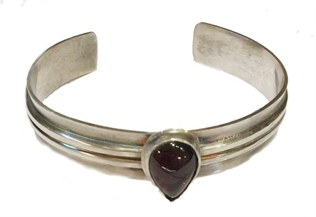 Bracelet - Sterling Silver Overlay Cuff With Pear Shaped Garnet - RW209